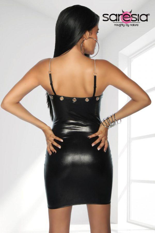 Kortklänning med snygga metallringar och kedjor