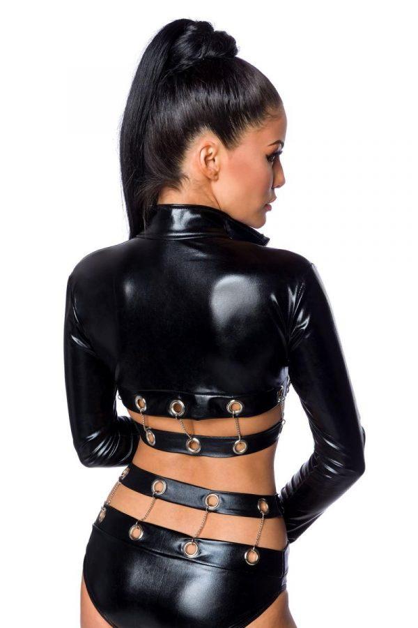 Wetlook-outfit med kedjor och metallringar