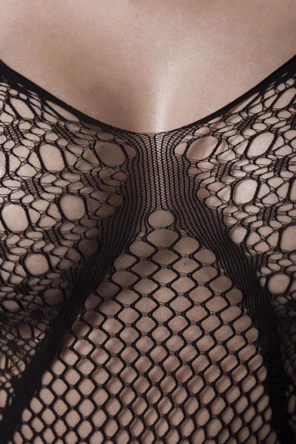 Genomskinlig meshklänning med snygga cutouts